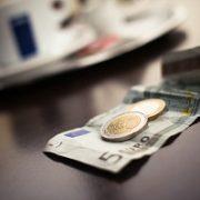 Pikavippi eurosta kymppitonniin asti heti ilman vakuuksia ja takaajia.